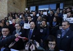 José Luis Gorgojo del Pozo, nuevo Decano del Colegio de abogados de león (en el centro) durante la protesta